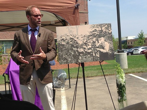 Alton Brown at Welch's grapevine dedication