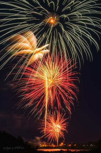 longexposure nikon fireworks michigan 4thofjuly soo independenceday saultstemarie whitefishisland nikkorafs2470mmf28 nikond7000