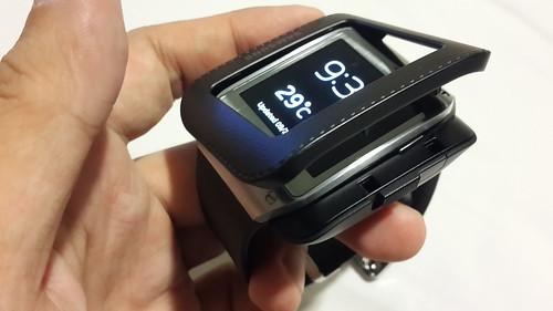 เอา Samsung Galaxy Gear มาใส่แจ็กเก็ตครับ