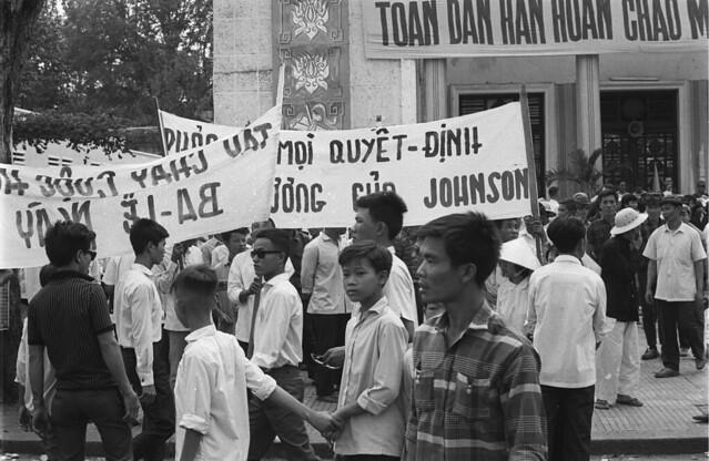 Saigon 05 Nov 1968 - Catholic parade on Unity Boulevard. Người Công giáo biểu tình trên ĐL Thống Nhứt