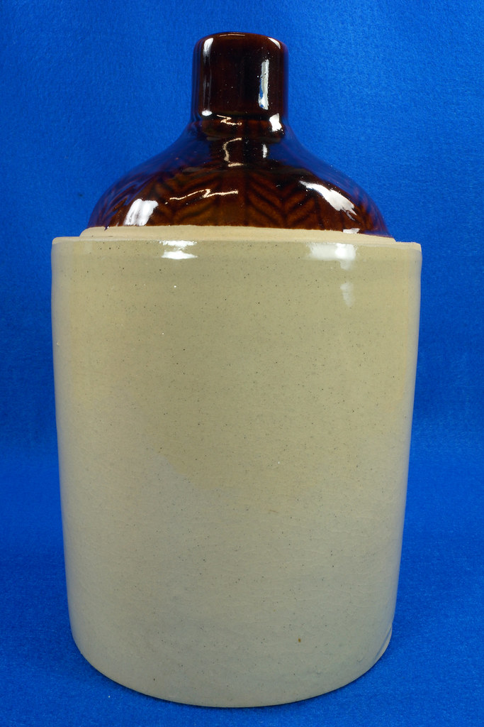 RD14420 Antique Stoneware Crock 1 Gallon Shoulder Whiskey Jug with Top Wheat Pattern DSC06205
