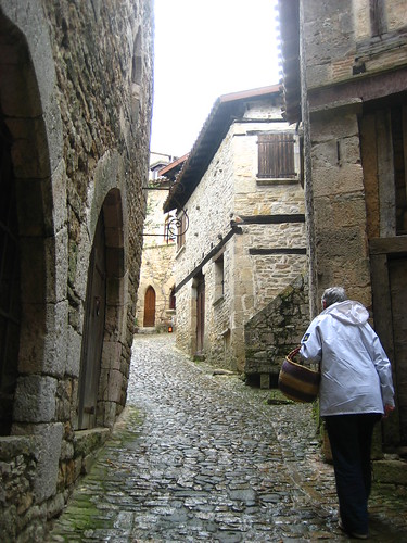 Walking through Bruniquel