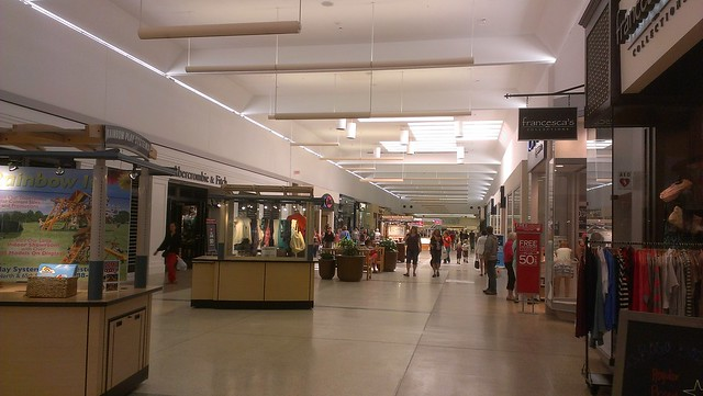 Outlets in Rochester, MN ShopSleuth found 1 outlet near Rochester, MN, with a total of 29 factory stores. There are 0 outlet malls in Rochester, MN, and 1 outlet mall in the nearby city of Medford.