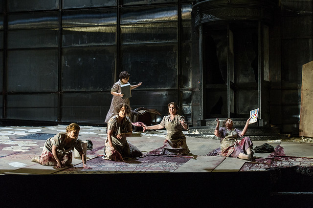 Members of The Royal Opera in Elektra © ROH / Clive Barda 2013