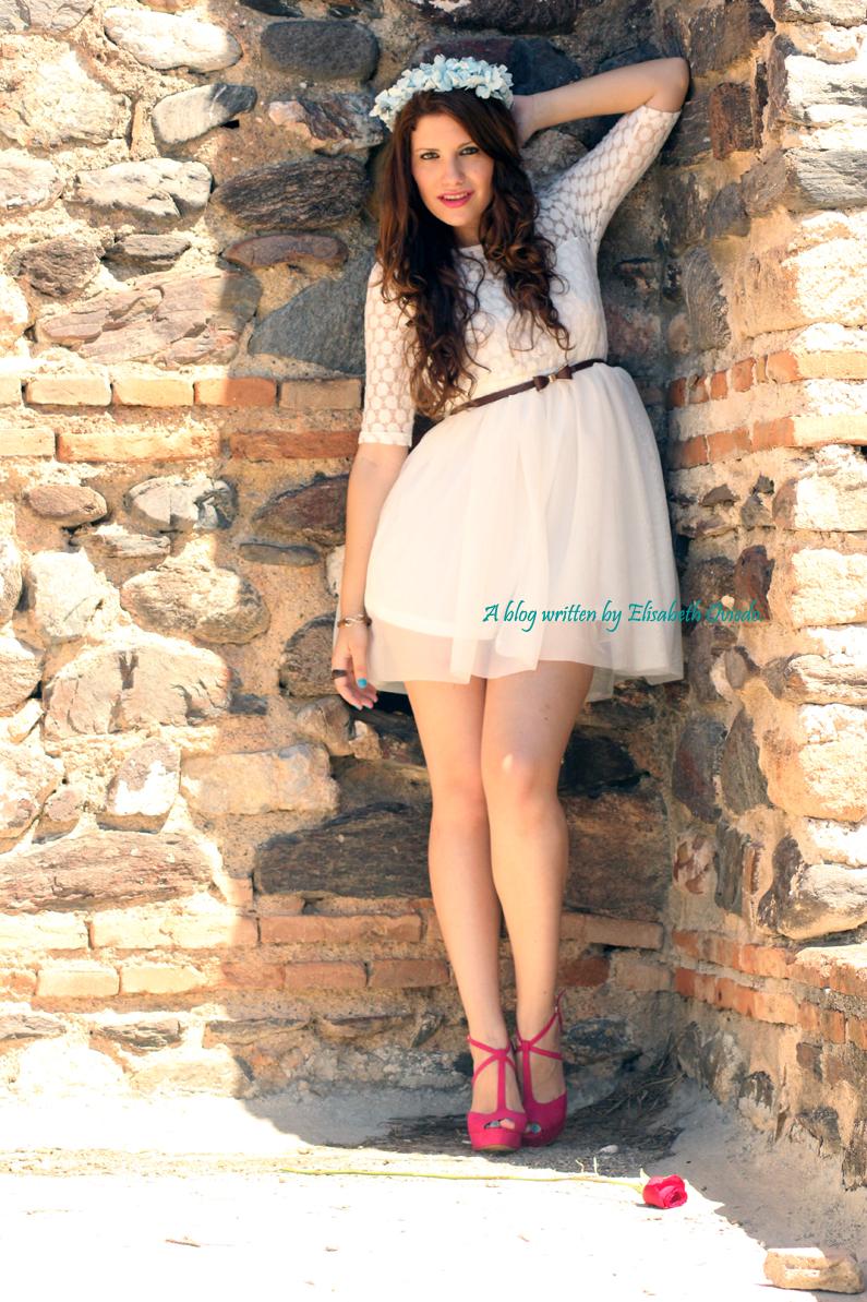 vestido-blanco-encajes-diadema-de-flores-tacones-rosas-MARYPAZ-Heelsandroses-(4)