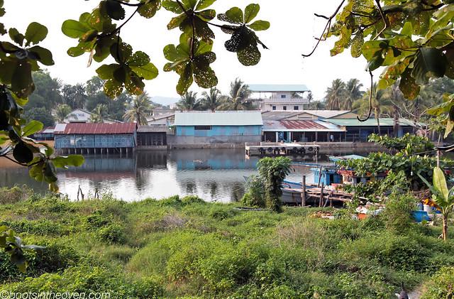 River running through Dương Đông