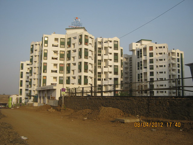 Gera's Emerald City (South) -  Visit Gera's Park View1, 1 BHK & 2 BHK Flats at Gera's Emerald City, near EON IT Park, Kharadi, Pune 411014