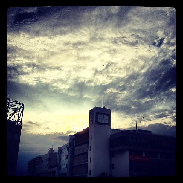 Photo:おお、戻ってきたら雨が止んで晴れてきた。涼しくて肌寒いくらいだが、明日はまた暑くなるらしいねぇ(´Д` ) By double-h_by_phone