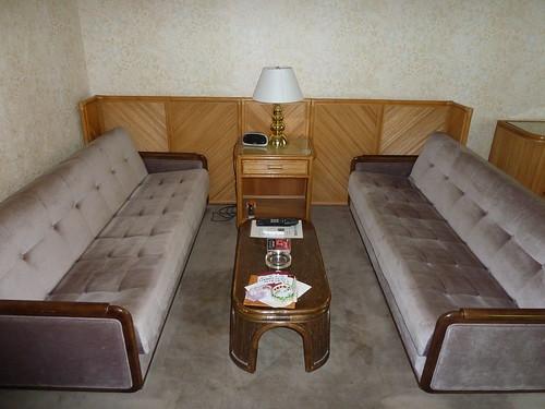 1階のソファー 中沢ヴィレッジ