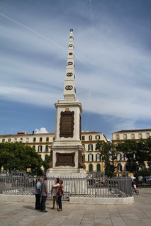 Obelisco homenaje al General Torrijos, en el centro de la Plaza de la Merced