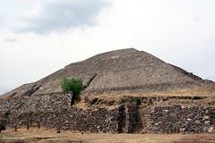 Vestigio de nuestro glorioso pasado. Cuál es el nombre de esta pirámide?