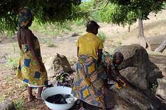 Eggon Women Washing Clothes