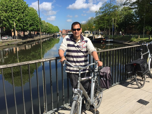 Sele en bicicleta por Brujas (Flandes, Bélgica)