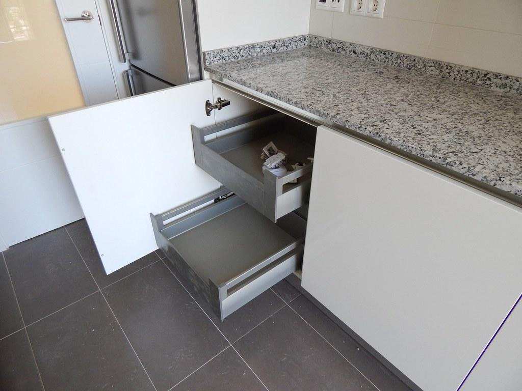 Muebles de cocina modelo lasser brillo con gola - Interiores de muebles de cocina ...