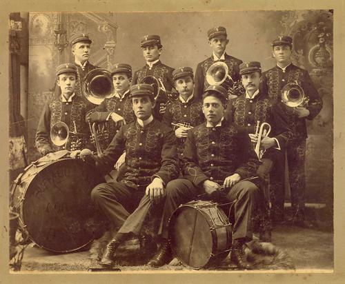 bands musicalinstruments musicalgroups cornets brassinstrumentsdrums