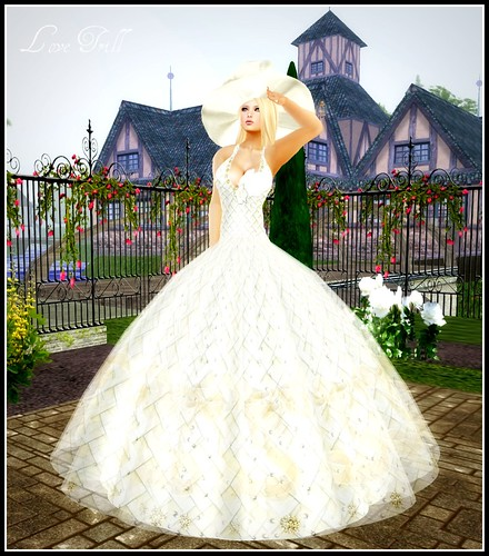 Fabulously Free in SL - A Lucky Garden Girl