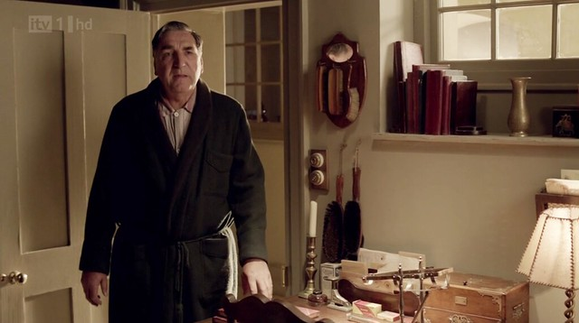 DowntonAbbeyS02E08_Carson_shoeshinebrushes