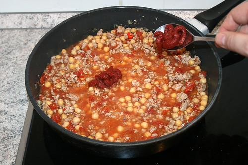 27 - Tomatenmark unterrühren / Stir in tomato puree