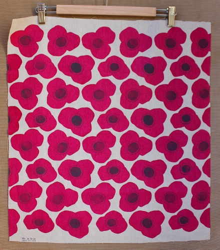 fushia poppies  fat quarter