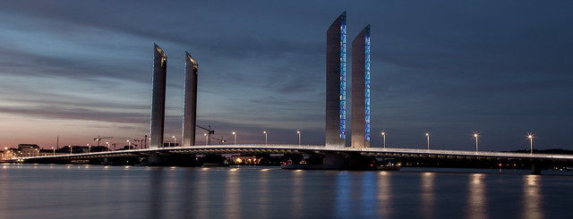 https://www.twin-loc.fr  Bordeaux - Pont Chaban Delmas sur la Garonne - Photo Image Photography  www.supercar-roadtrip.fr