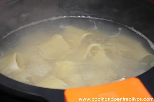Paccheri rellenos de calabaza con salsa de gorgonzola www (8)