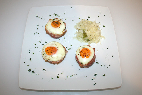 21 - Bacon-Ei-Spinat-Muffins - serviert / Bacon egg spinach muffins - served