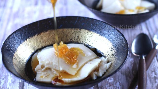 Silken Tofu in ginger syrup (Đậu hủ nước đường)