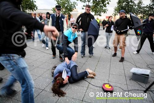Proteste gegen eine Kundgebung der NPD in Berlin-Hellersdorf - 20.08.2013 - IMN_7286