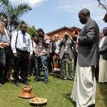 會議開始前,烏干達代表以傳統方式祝福會議參與者。