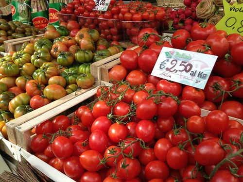 EatingItalytomatoes-markets-italy