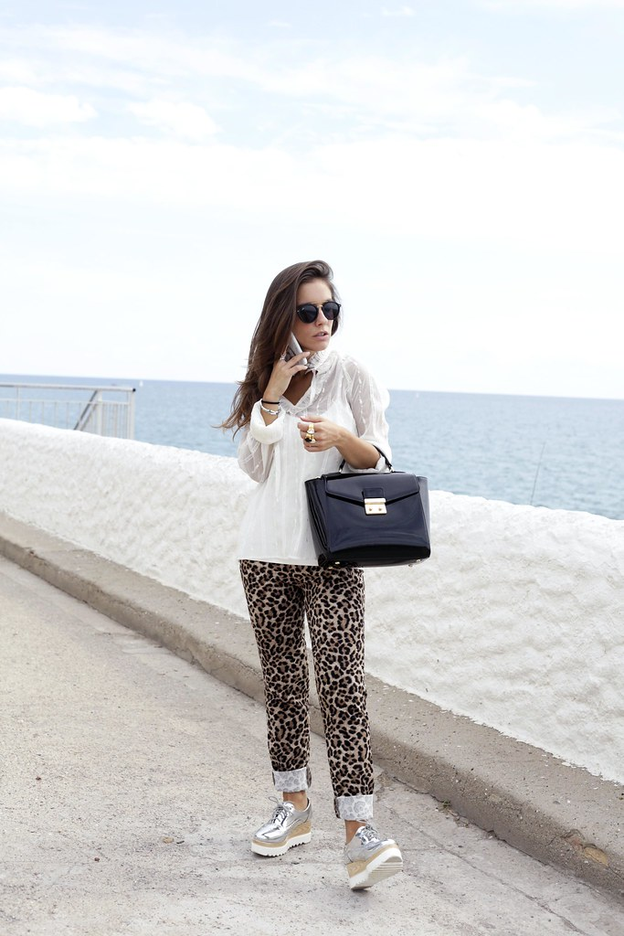 01_Highly_preppy_blouse_and_leopard_pants