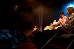 mar, 29/11/2016 - 16:50 - Les aînés de la Ville assistent du 29 novembre au 1er décembre aux 3 représentations du spectacle musical 'L'air du temps', offert par la municipalité. Accueillis par les élus de la Ville, au premier rang desquels Gérard Larrat, le Maire de Carcassonne, nos aînés se sont replongés avec bonheur dans l'univers de notre patrimoine commun - 100 ans de chanson française - lors de ce moment d'évasion et de convivialité !