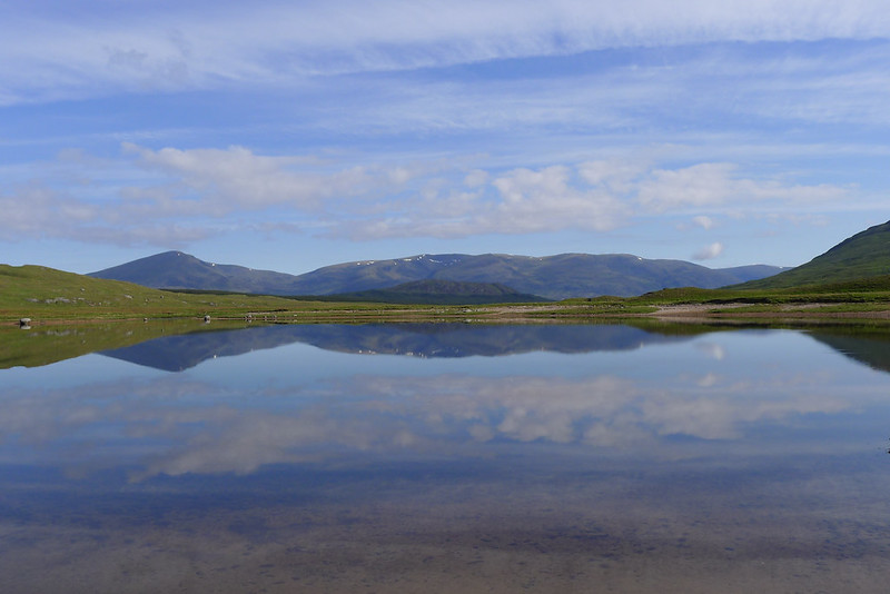 Creag Meagaidh over Loch Ghuilbinn