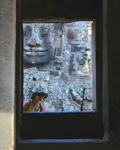 Can you see the three faces? Ok, Lina and Angkor Thom x2.