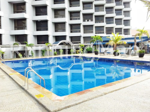 Traders Hotel 06 - Swimming Pool