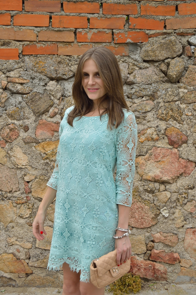 lara-vazquez-madlula-style-pastel-dress-chic-look