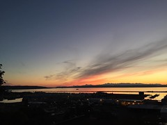 The painted sky looking south and west. #everettsunsets #everettwa #sunset #mukilteo #olympics #snohomishcounty #wispyclouds #orange #yellow #blue #glowy #jettyisland #whidbeyisland #portofeverett