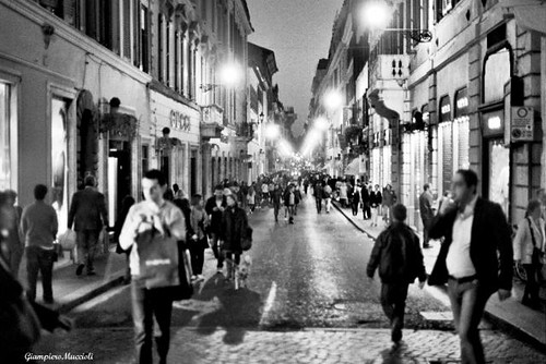 Rome - Shopping in Via condotti -