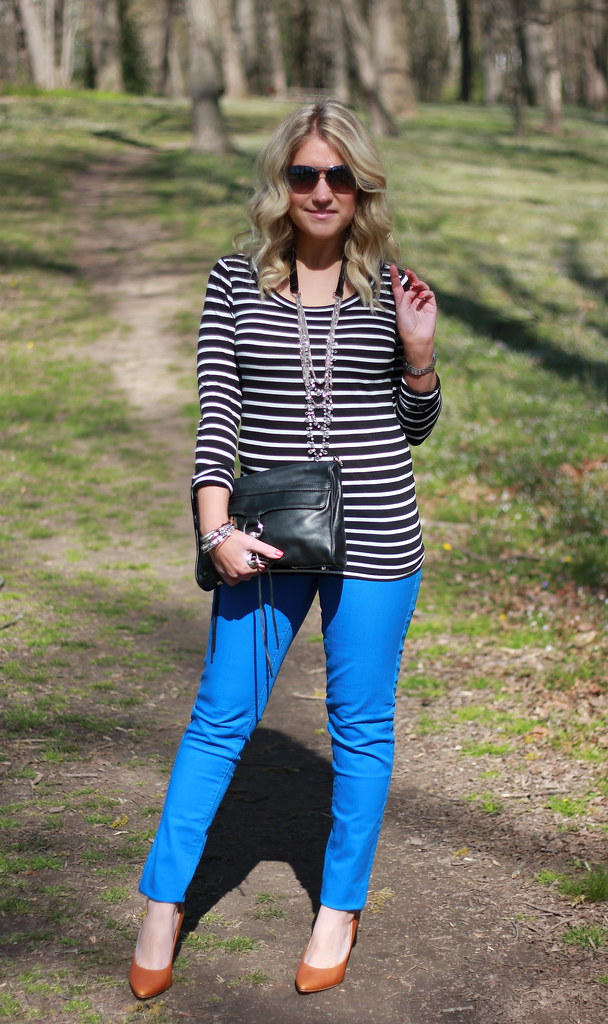 blue colored skinny jeans striped top outfit