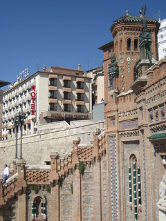 Escalinata del Paseo del Óvalo, con el Reina Cristina al fondo.