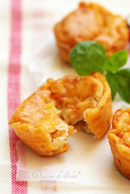 Tomatoes and mozzarella muffins