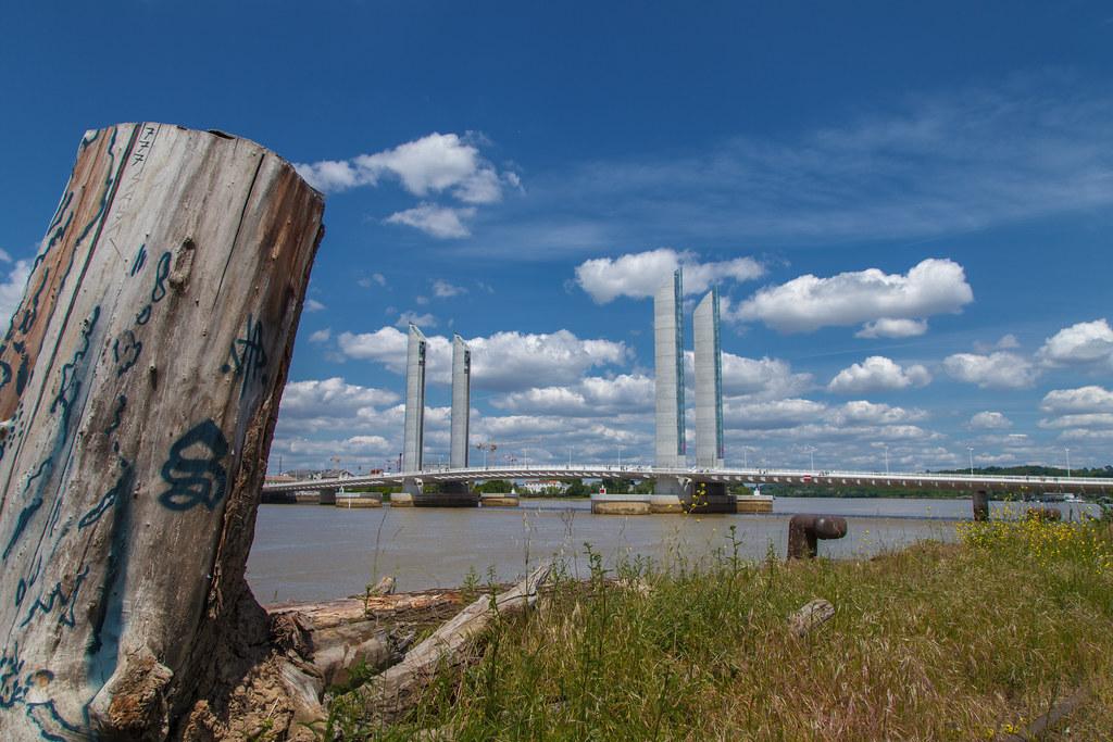 http://www.hacienda-la-colora.com Bordeaux. Pont Chaban Delmas sur la Garonne depuis rive droite - Photo Image Photography