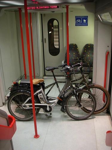 Biclas no comboio suburbano Lisboa-Azambuja