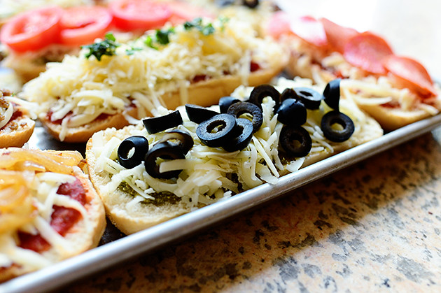 french bread pizzas the pioneer woman cooks ree drummond. Black Bedroom Furniture Sets. Home Design Ideas