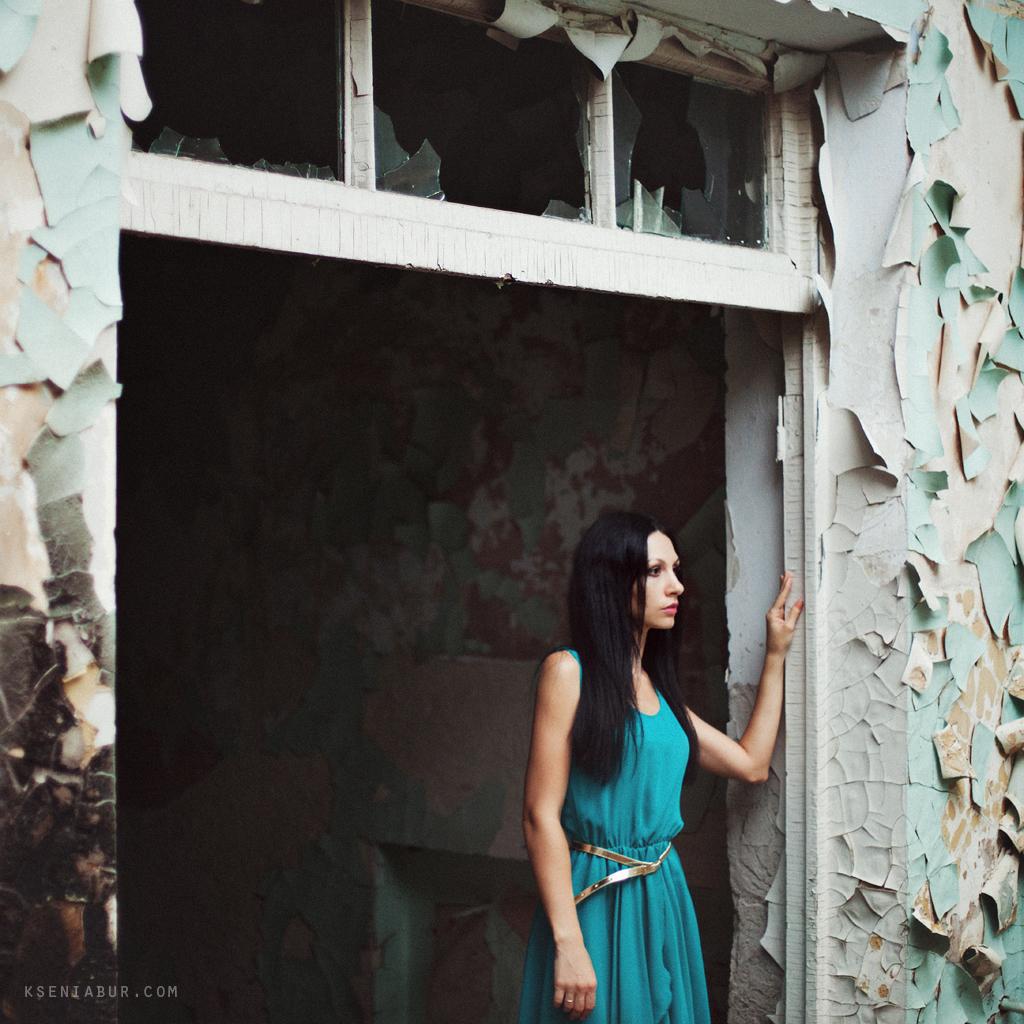 Фотосессия девушки в необычном месте