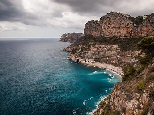 azul mar agua mediterraneo nubes cala benitatxell monsalo