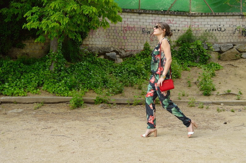lara-vazquez-madlula-blog-fashion-look-jumpsuit-look-red-michael-kors