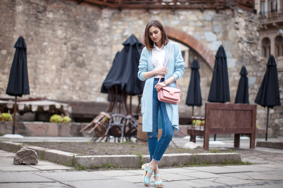 baby-blue-pastel-cardigan-outfit-street-style