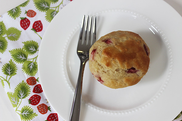 strawberry-almond-muffin