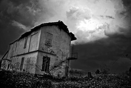 Tetro abbandono. by Claudio61 una foto ferma un ricordo nel tempo